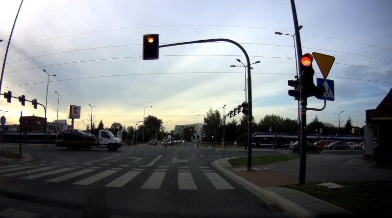 rowerzysta na skrzyżowaniu