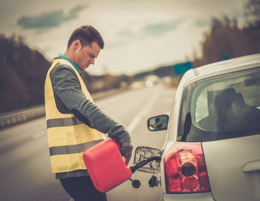 dolewanie paliwa na poboczu